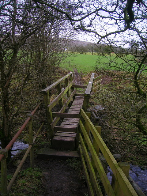 Footbridge over Howcroft Brook