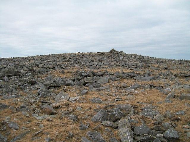 View westwards towards the summit cairn of Elidir Fach