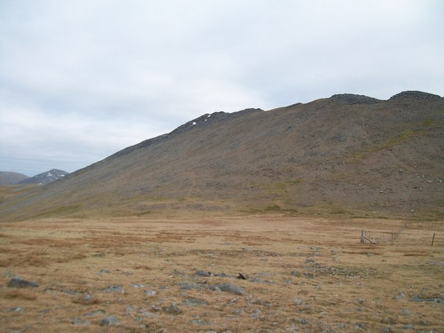 View across the col between the summit of Elidir Fach and Elidir Fawr