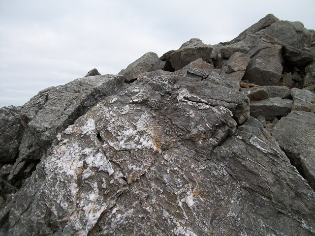 Rocks on the summit ridge of Elidir Fawr