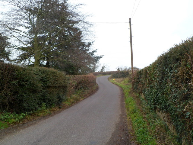 Road to Littleton-upon-Severn heads away from Elberton