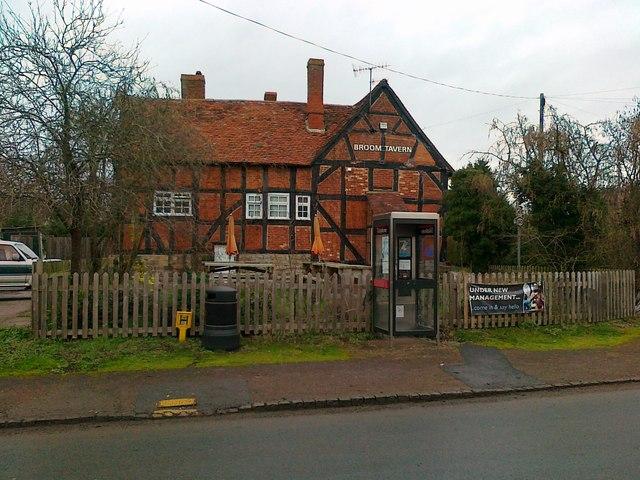 Broom Tavern, formerly Broom Hall Inn