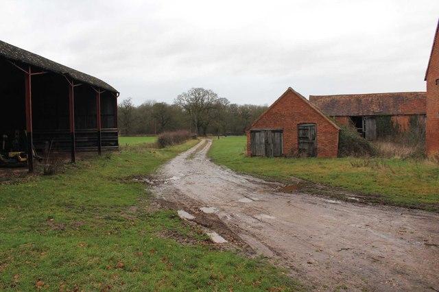 Footpath through Thornhill Farm