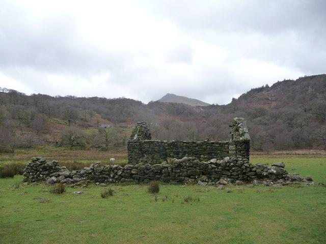 Ruined barn and wall beside the Afon Llugwy at Capel Curig