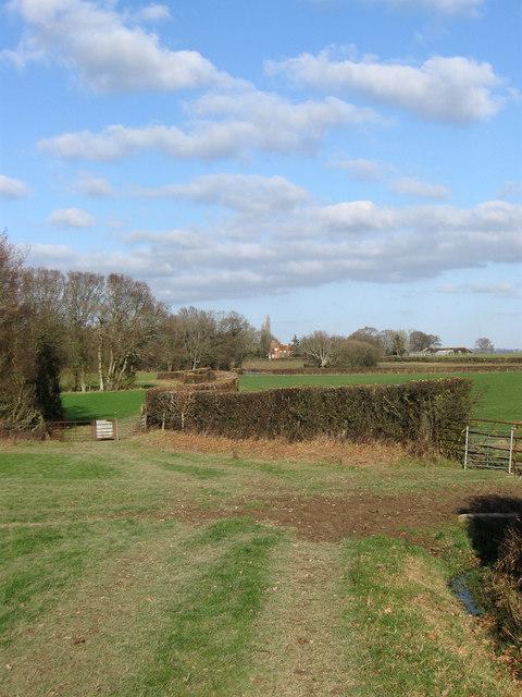 Footpath to Pekes Farm