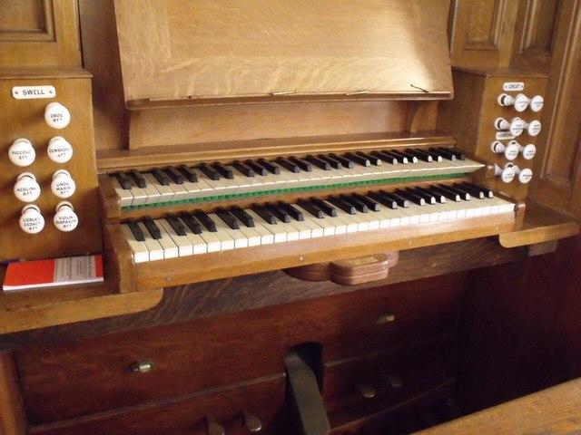 Organ Console, St Mary's church, Staunton