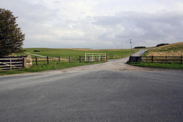Roads at Middleham Low Moor near Spigot Lodge