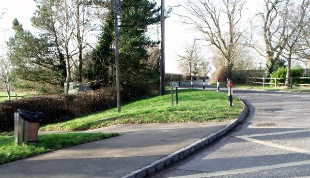 Pavement and grass verge, The Street, Albourne