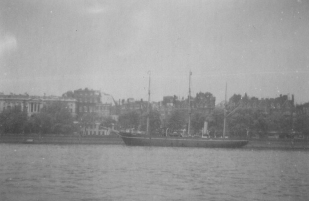 """The Research Ship """"Discovery"""" on the Victoria Embankment"""