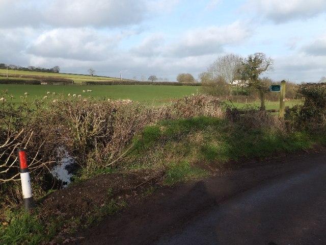 Footpath to Ponsford Lane