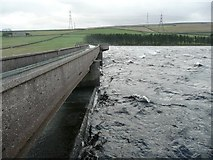 SE0118 : The centre of the dam, Baitings Reservoir, Rishworth by Humphrey Bolton