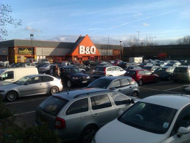 Busy Saturday afternoon at B&Q store, Footscray