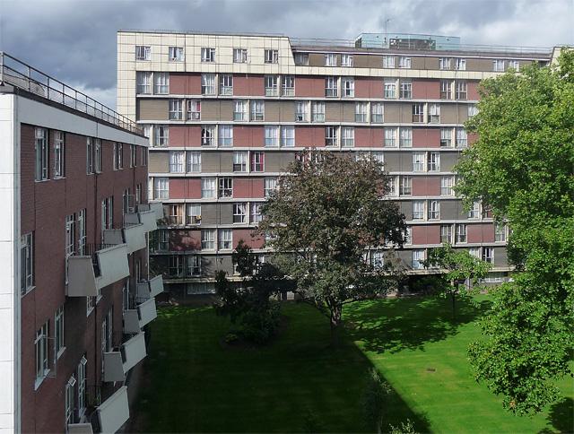 Hallfield Estate, Bishop's Bridge Road (2)
