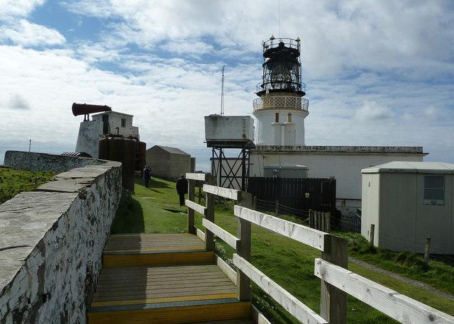 Foghorn and lighthouse, Sumburgh