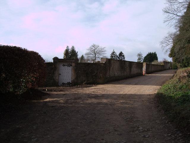 Garden walls, Colesbourne Park estate
