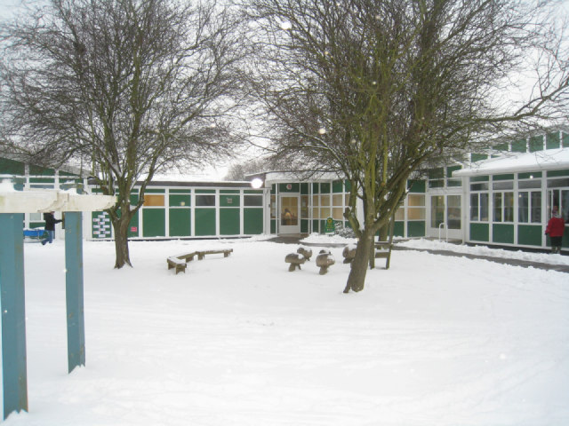 Entrance to Oakridge Infants