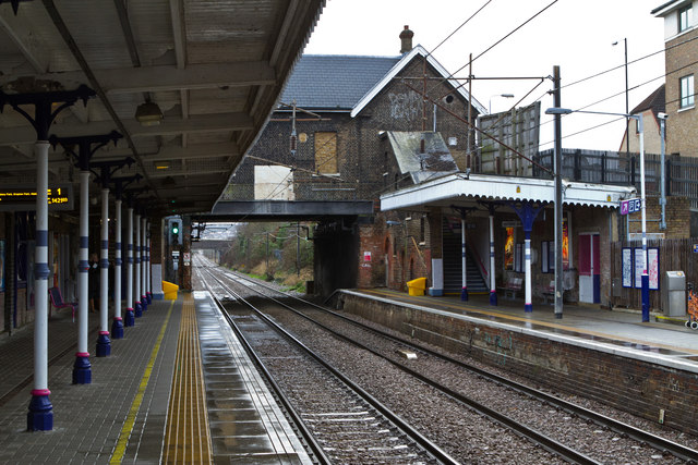 Palmers Green Station