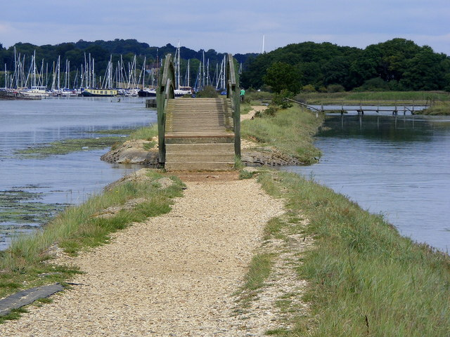 Footbridge and footpath along eastern bank of River Hamble