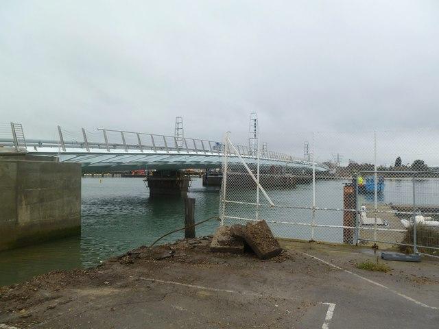 Poole, Twin Sails Bridge a)