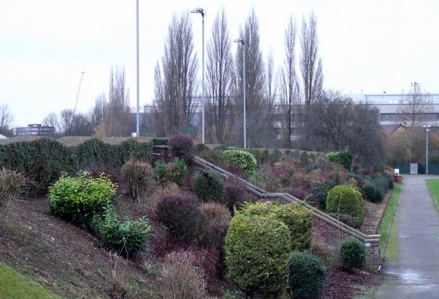 Landscaped embankment