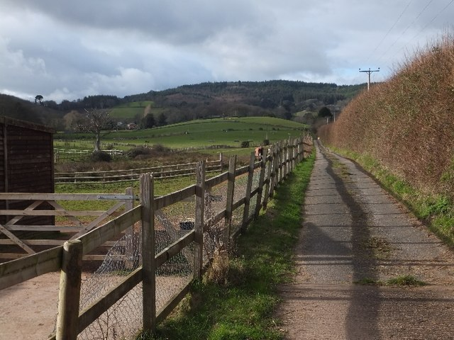 Farm access road (bridleway) to Brickhouse and Home Farms
