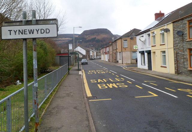 SE boundary of Tynewydd
