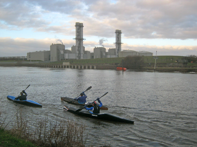 Canoeists near Staythorpe Power Station