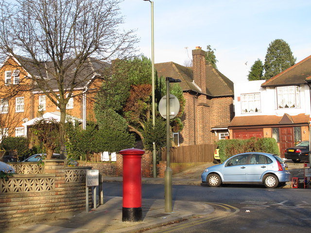 Finchley Lane / Alexandra Road, NW4