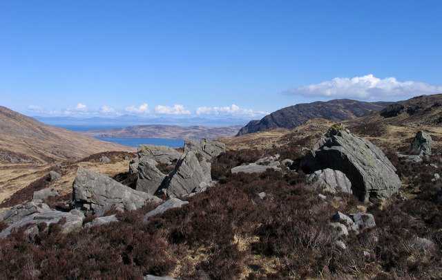 Rocks outcropping north of Beinn Shiantaidh
