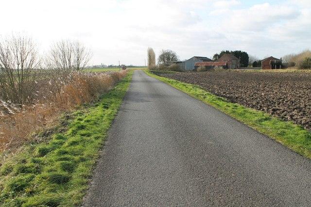 Lade Bank towards Rowlands Farm