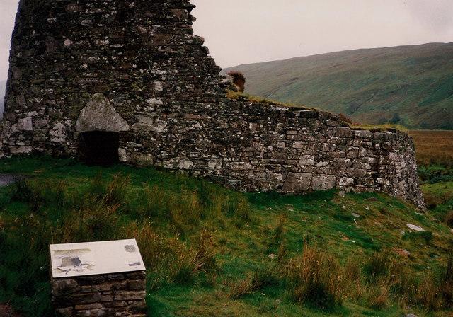Dun Dornaigil and information plaque, Strathmore
