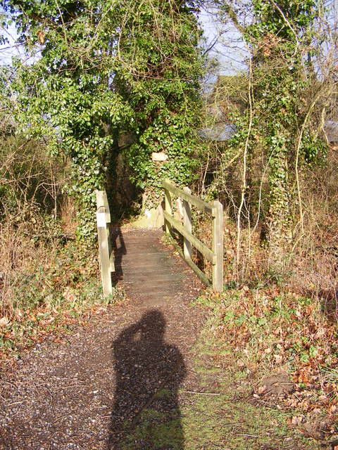 Footbridge on farm path at Foxborough Farm
