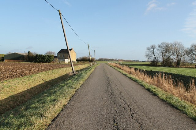 Lade Bank, towards junction with Claxy Bank