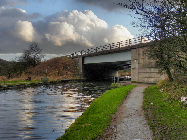 Leeds and Liverpool Canal, M61 Motorway Bridge