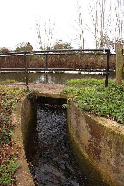 Overflow sluice at Kidlington Green Lock