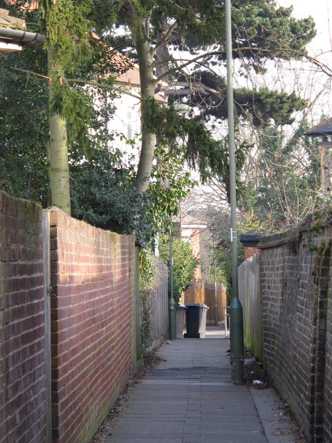 Path between Sunningfields Road and Sunny Gardens Road, NW4