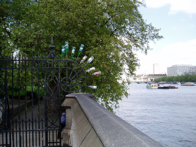 View along the Thames at the entrance to Victoria Tower Gardens