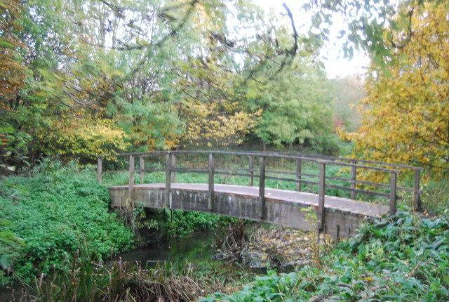 Blackwater Valley Path crosses the River Blackwater, Hollybush Park