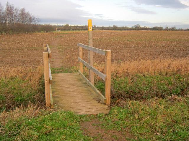 Footbridge near Grange Farm