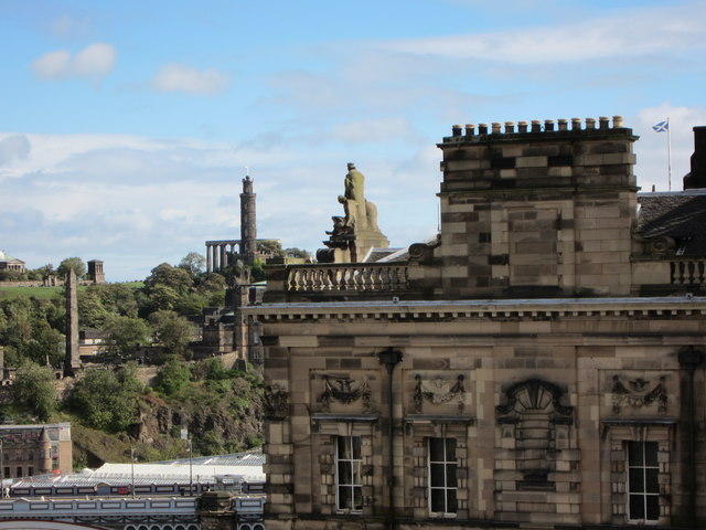 View of City Chambers With Robert The Bruce