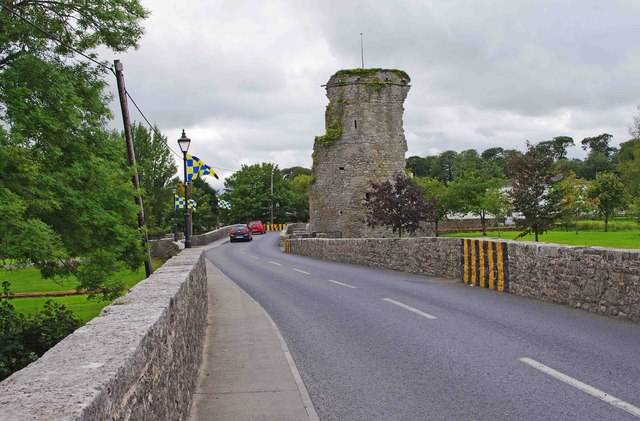Bridge over the River Suir and the castle at Golden, Co. Tipperary