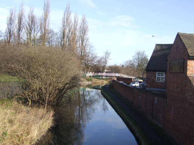 Wyrley and Essington Canal - View to Trapmakers Bridge
