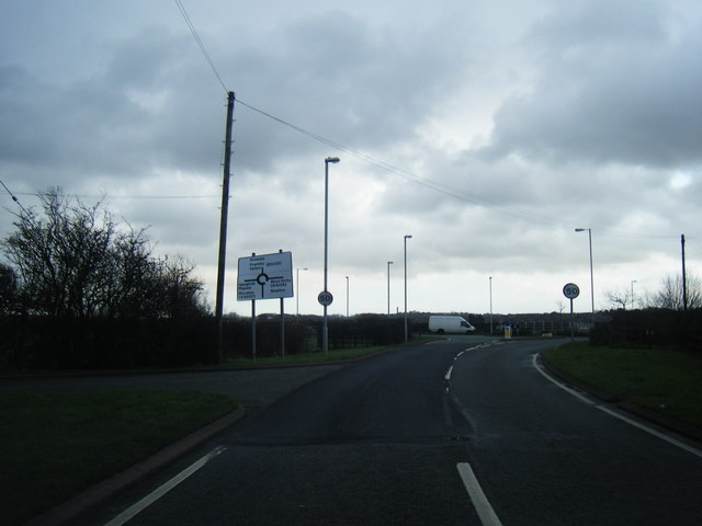 Heron Road approaching Saughall Massie Road