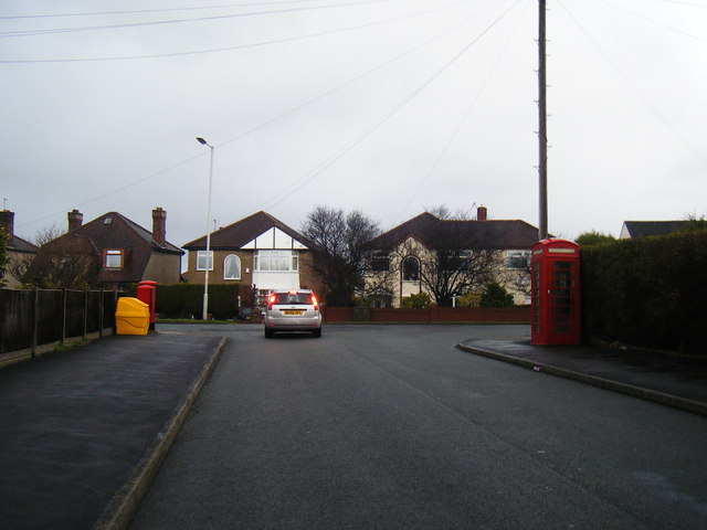 Hillview Road/Mill Hill Road junction