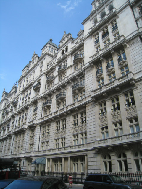 Building off Whitehall Place