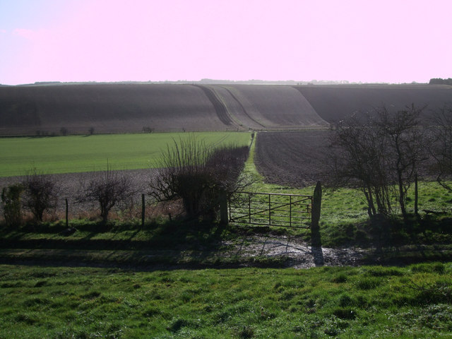 View south-east from byway to Giant's Grave
