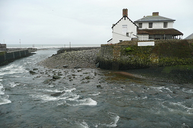 The River Lyn nearly at the sea