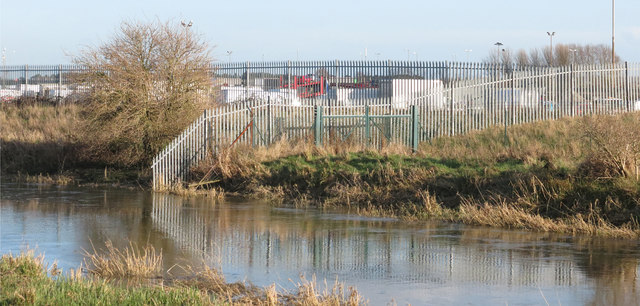 Fencing by the River Stour