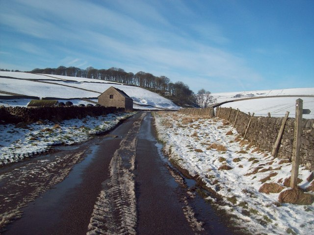 Approaching Nether Barn in Perry Dale