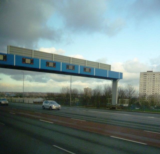 Gantry over the Aston Expressway